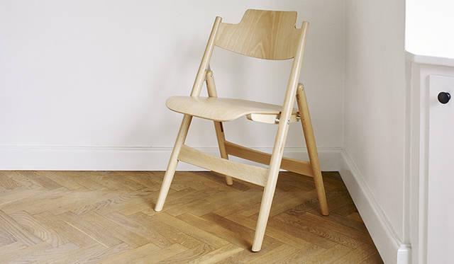 エゴン・アイアーマンによる折りたたみ椅子「SE18」がビーチ材で登場 METROCS ギャラリー