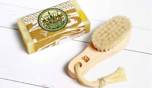 【6/27発売】顔からデコルテまで簡単に洗い上げるフェイスブラシ|Soaptopia ギャラリー