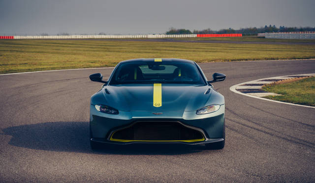 アストンマーティン「ヴァンテージ」に世界200台限定のMTモデル|Aston Martin ギャラリー