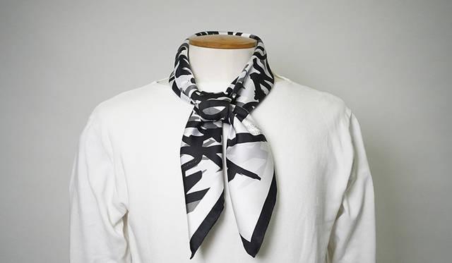 シルクを知り尽くしたネクタイメーカーが、スカーフブランドをスタート|crabat