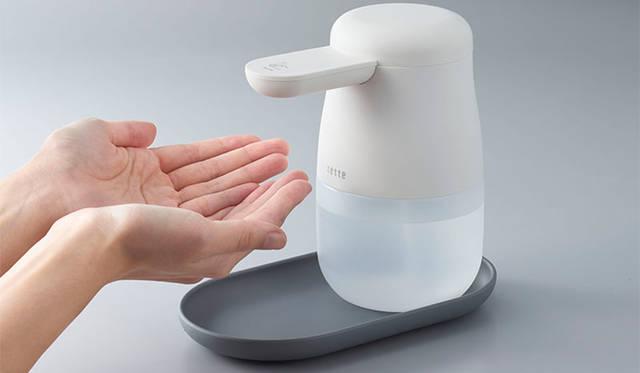 手をかざすと消毒液を自動で噴射。アルコールディスペンサー「テッテ」|KINGJIM