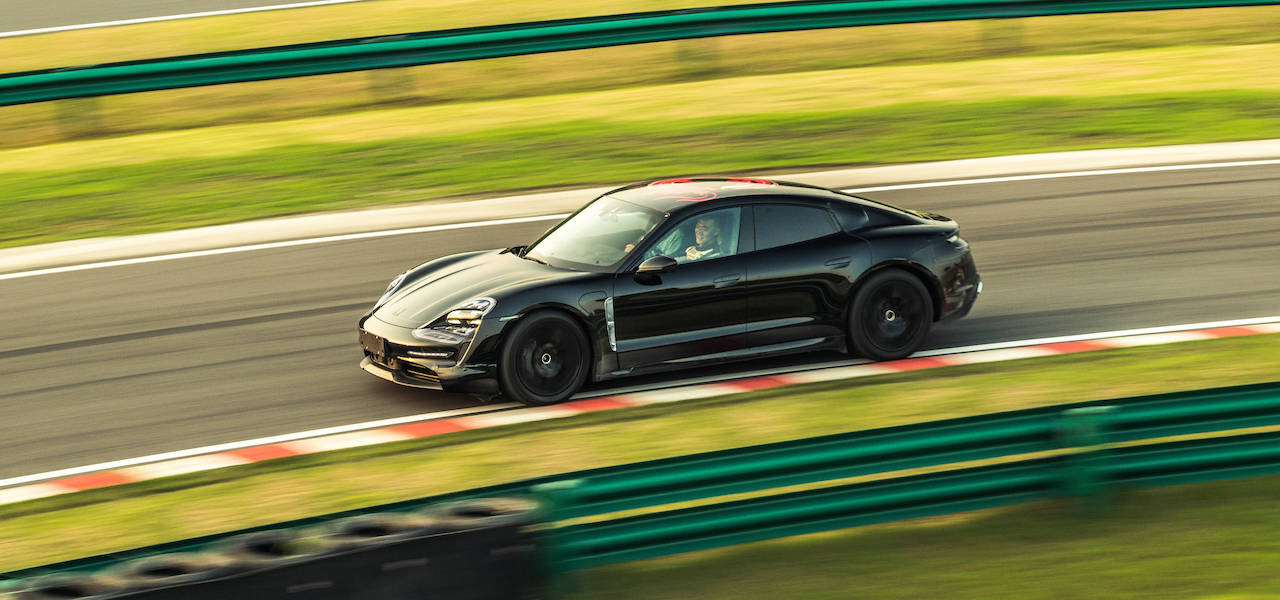 ポルシェ初のフルEVスポーツカーが中国でデモランを実施|Porsche