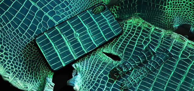 ジャン・ルソーが開発した、暗闇で光るアリゲーターレザー|JEAN ROUSSEAU