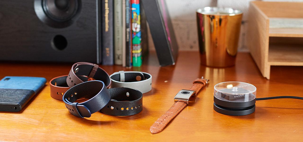 テクノロジーは内側に、ファッションを外側に。24時間365日着用できるリストバンド型ウェアラブルデバイス登場|weara