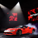 スクーデリアフェラーリ90周年を記念するフェラーリ史上最強のモデル「SF90 ストラダーレ」日本上陸| Ferrari