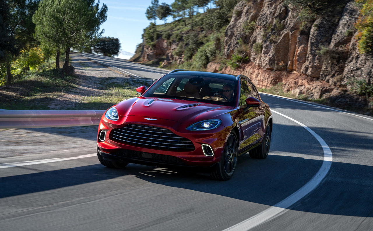 スポーツカーの遺伝子を受け継いだSUV「アストンマーティン DBX」デビュー|Aston Martin