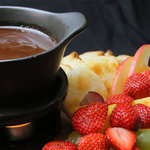 成城石井が運営するワインバーで毎年人気のチョコレートフォンデュ食べ放題|EAT
