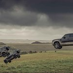 007シリーズ最新作「NO TIME TO DIE」にディフェンダーが登場|Land Rover