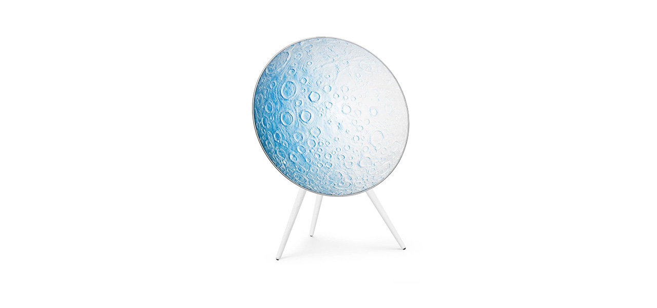 現代アーティスト ダニエル・アーシャムとコラボレーションした「Beoplay A9 Blue Moon」 Bang & Olufsen