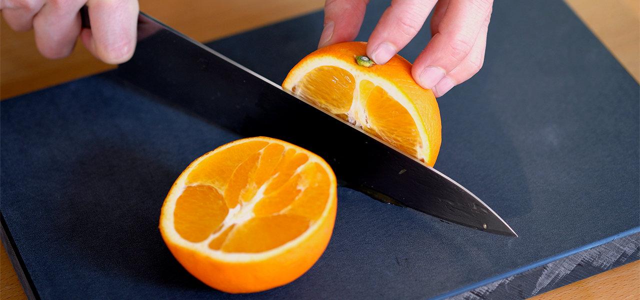 プラスチックよりやわらかく、包丁の切れ味が落ちにくい。長く使えるまな板 | 釜浅商店