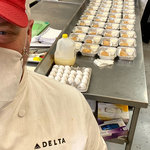機内で使用しなくなった食品と飲料を世界中のフードバンクに寄付|Delta Air Lines