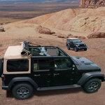 ジープ ラングラーに黒いボディに茶色のソフトトップを組み合わせた限定車|Jeep