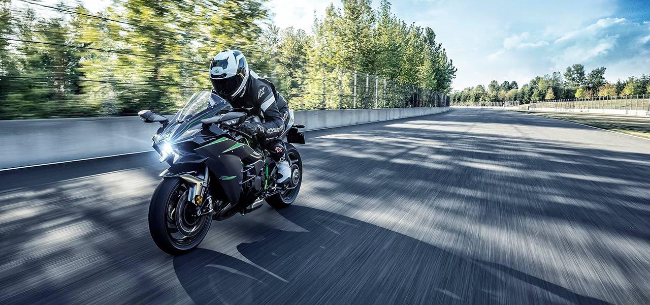 カワサキのストリートモデル史上最大のパワーを発揮するニンジャH2カーボン受注開始|Kawasaki