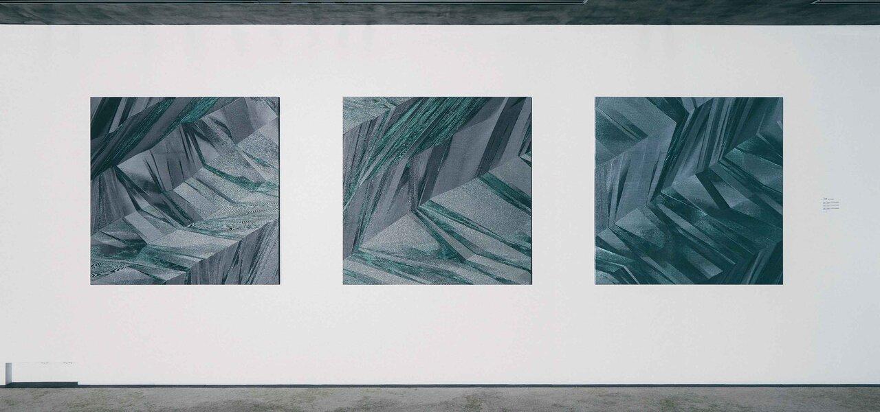 進化する織物の可能性。「QUASICRYSTAL―コードによる織物の探求」展|HOSOO