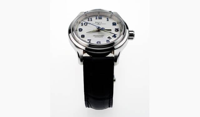 <strong>Ball Watch|ボール・ウォッチ</strong> トレインマスター クリーブランド エクスプレスは、COSC認定のクロノメーターを取得。文字盤には厚さ0.4mmの植字式インデックスを配置。