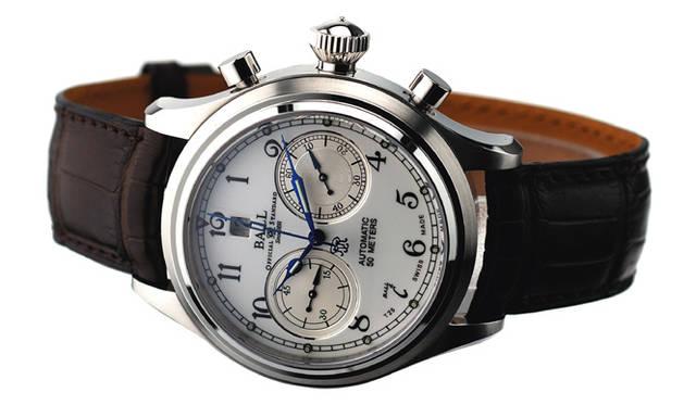 <strong>Ball Watch|ボール・ウォッチ</strong> トレインマスター キャノンボール。同社のアンティーク懐中時計に着想を得たクラシカルなエナメル文字盤を採用。直径43mmのビッグサイズで手元にインパクトを与えてくれる。(写真はプロトタイプのため現行商品と異なる場合があります)
