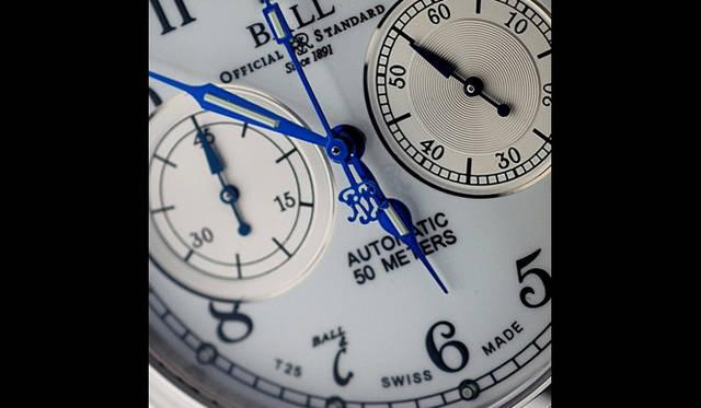 <strong>Ball Watch|ボール・ウォッチ</strong> トレインマスター キャノンボール。3時位置にスモールセコンド、9時位置に45分積算計を備える、ユニークな2カウンター・タイプのクロノグラフ。7時位置のインデックスの書体は、同社のロゴによって形成されている。(写真はプロトタイプのため現行商品と異なる場合があります)