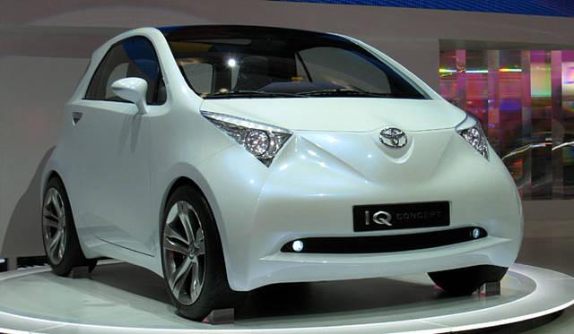 市販化が見込まれている「トヨタiQコンセプト」。全長2.98mのボディに4人が乗れる、ということを武器に2人乗りスマートに挑む。