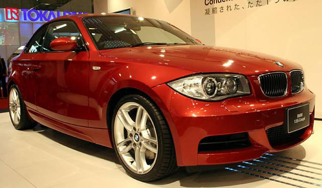 今回の5台では特例の4m超、「BMW135iクーペ」。ワールドプレミア「M3セダン」をおいてこのモデルを選ぶところが下野さんらしい(!?)。