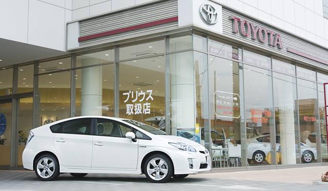 東京トヨタ江戸川店にて。現在、同店での販売の65%をプリウスが占めるとのこと。