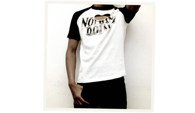 "<div align=""right"">Tシャツ 9,000円、デニムパンツ 18,000円</div>"