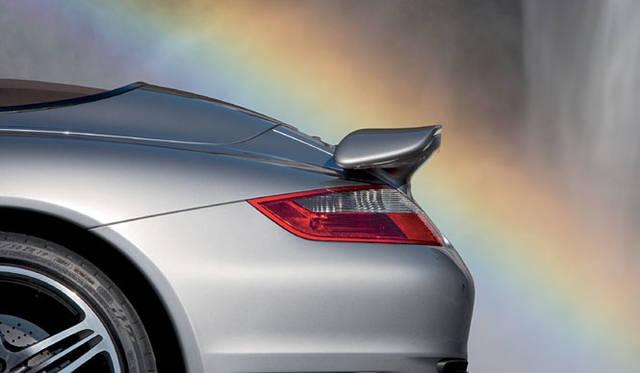 <b>PORSCHE 911 TURBO CABRIOLET|ポルシェ911ターボカブリオレ</b><br>可動式のリアウイングは120km/h以上で自動的にせり上がる設計。