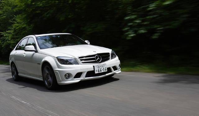<b>Mercedes-Benz C63AMG|メルセデス・ベンツC63AMG</b><br>突き出したフェンダーといい、「C63AMG」は押し出し感あるデザインの持ち主だ。