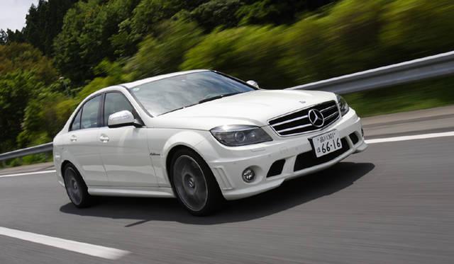 <b>Mercedes-Benz C63AMG|メルセデス・ベンツC63AMG</b><br>俊敏さにかけてはAMGモデルのなかでも天下一品。そのスポーティさと引き換えに、乗り心地は明らかに硬めの味つけ。