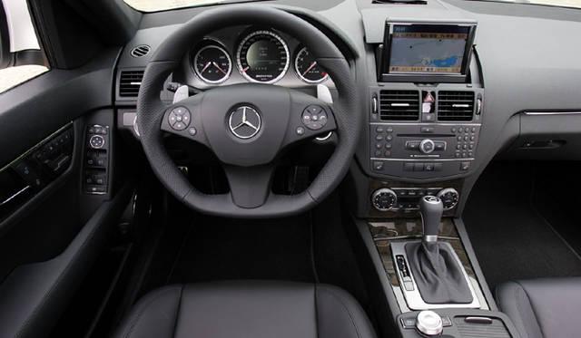 <b>Mercedes-Benz C63AMG|メルセデス・ベンツC63AMG</b><br>ナッパレザーとブラックバードアイメープルウッドが奢られたインテリア。