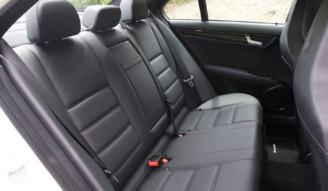 <b>Mercedes-Benz C63AMG|メルセデス・ベンツC63AMG</b><br>大人がゆったり座れるリアシート。