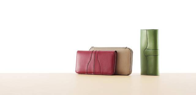 写真左から長財布 9万4500円、9万9750円、7万1400円 ※タイトルに入っている「Nero e Bianco」は現在販売を中止しております。