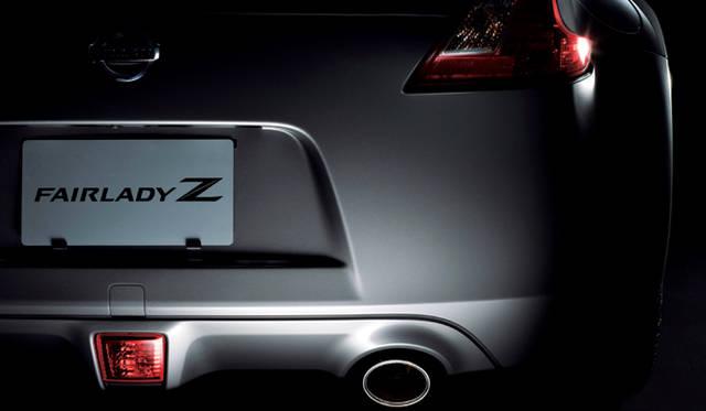 <b>NISSAN FAIRLADY Z|日産フェアレディZ</b><br>ディアルエキゾーストとセンターに設置されたリアフォグランプがリアビューにアクセントを与えている。