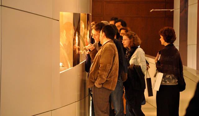 ディスプレイには新作時計ばかりではなく、歴史的アーカイブなどが飾られていることも。