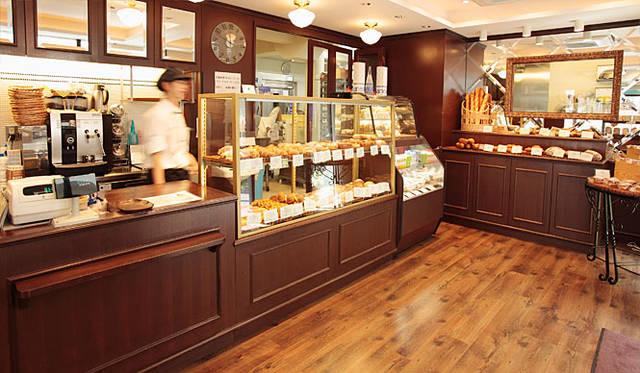 <b>マンマーノ(Main Mano)</b><br>赤ちゃんからお年寄りまで、マンマーノを訪れるお客さんの年齢層は幅広い。焼き菓子やサンドウィッチ類もファンが多い
