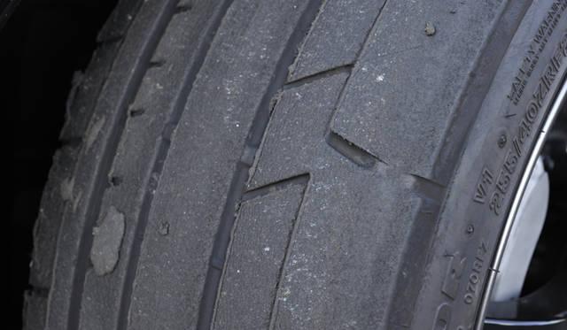 ほとんどが右コーナーで構成されているため、終了時には左前タイヤの摩耗が激しかった。