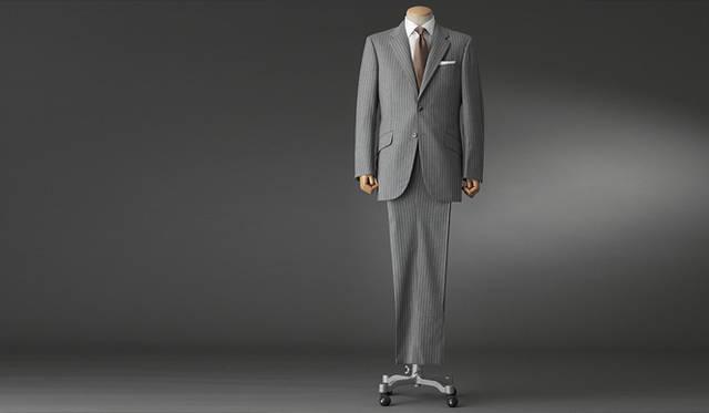<strong>GR&Egrave;S POUR HOMME|グレ・プール・オム</strong><br />クラシコイタリアでもブリティッシュでもないフレンチスーツの中庸の美学は、見ても着ても美しいナチュラルなプロポーション。スーツ 20万8950円(グレ・プール・オム/オンワード樫山お客様相談室)
