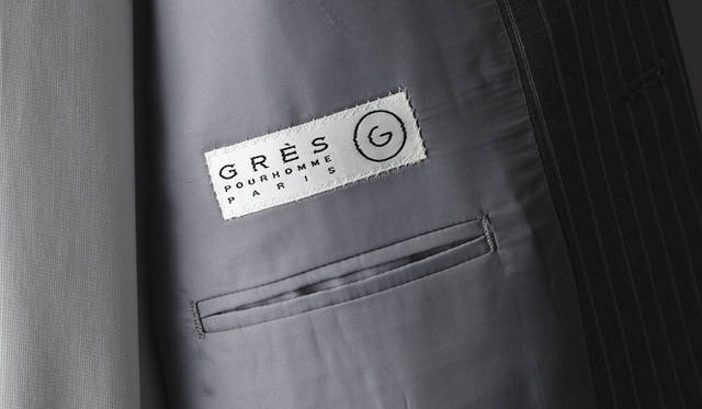 <strong>GR&Egrave;S POUR HOMME|グレ・プール・オム</strong><br />ポケットまわりも端正なデザイン。スーツ 20万8950円(グレ・プール・オム/オンワード樫山お客様相談室)