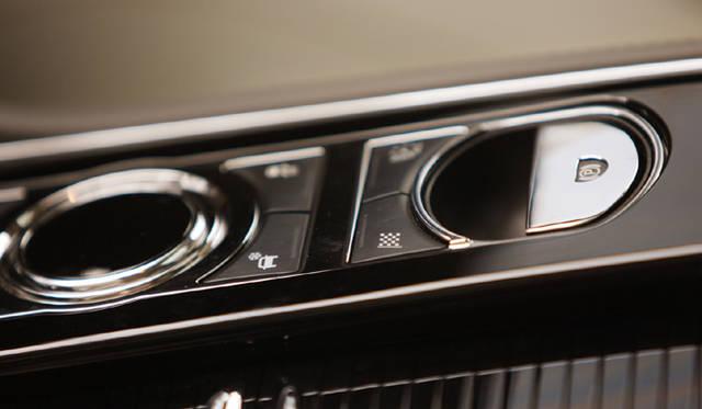 <b>Jaguar XJ ジャガー XJ</b> 4ドアサルーンXJがフルモデルチェンジ