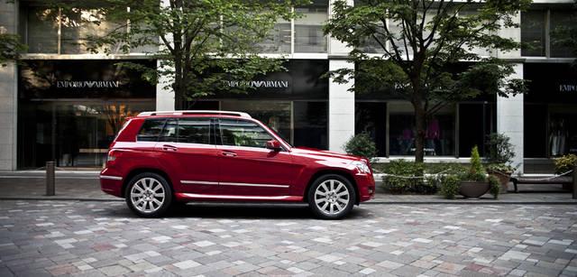 <b>Mercedes-Benz|メルセデス・ベンツ GLK</b> GLKのカラーバリエーションは、写真のファイアオパールのほか、カルサイトホワイト、オプシディアンブラックなどのベーシックなカラーにくわえ、専用色ボナマイトシルバーやタンザナイトブルー、ペリクレースグリーンなど、個性あるカラーリングをふくめ全11色を用意。