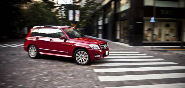 <b>Mercedes-Benz|メルセデス・ベンツ GLK</b> エンジンやハンドリングの応答性がよく、コンパクトなボディサイズと相まって、自分の手足の延長線上にクルマを操れる。これこそが、プレミアム・コンパクトSUVの魅力である。GLK 300 4MATICに乗ると、扱いやすい、乗りやすい、オールマイティなモデルであることが実感できる。