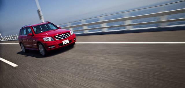 <b>Mercedes-Benz|メルセデス・ベンツ GLK</b> 2,755mmと比較的長めのホイールベースをもつシャシーに、3リッターV型6気筒エンジンを搭載する。4MATICと呼ばれるフルタイム4輪駆動システム、そして路面状況などに応じて4つの車輪の駆動力を最適に制御する4ESPが備わった。トランスミッションは7段オートマチック。