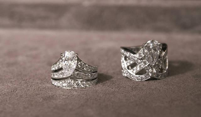 <b>Chaumet|ショーメ</b> 「ジョゼフィーヌ」から、ともに1点もののハイジュエリー。PT×ダイヤモンド 左:1806万円、右:272万円。