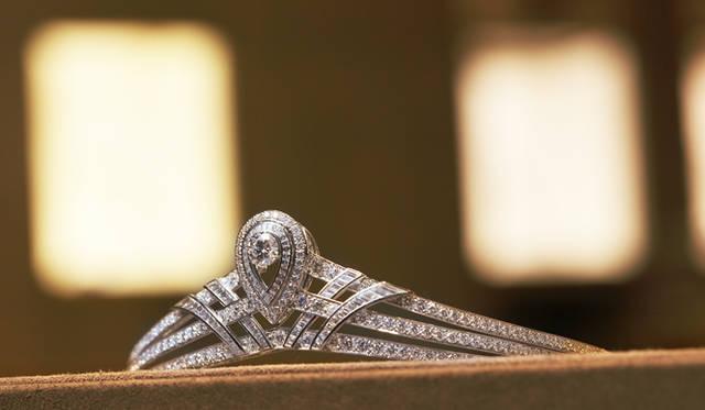 <b>Chaumet|ショーメ</b> ティアラの優美なデザインは、緻密なデッサンからはじまる。パリのショーメ美術館には40万点をも超えるデッサンが保存されている。