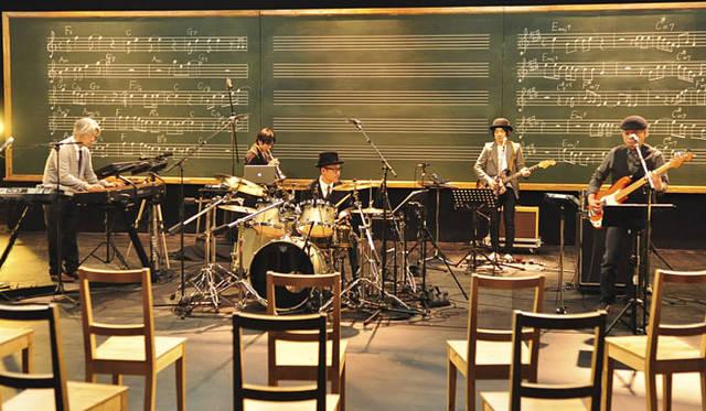 <b>schola (スコラ) 坂本龍一 音楽の学校</b> 2010年6月オンエア 「ドラムズ&ベース」 &#169; NHK