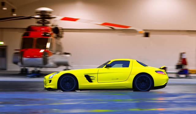 <b>Mercedes Benz|メルセデス SLS AMG<br></b>滑走路での試乗