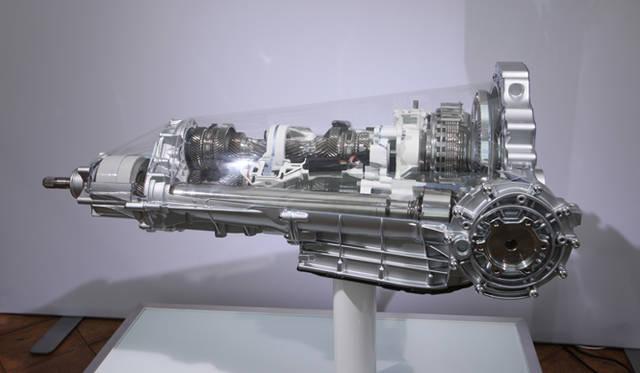 <strong>AUDI|アウディ A7 </strong><br>A7スポーツバックのクワトロモデルに搭載されるDCTの7段のSトロニック