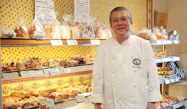 <strong>Loin montagne|ロワンモンターニュ</strong> 「安全で健康的で安心で、なにより食べてうまいパンを焼きたいんです」と遠山 広シェフ。