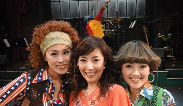 戸田恵子 連載|ミュージカル「今の私をカバンにつめて」幕が上がりました 左から、麻生かほ里さん、戸田恵子、入絵加奈子さん