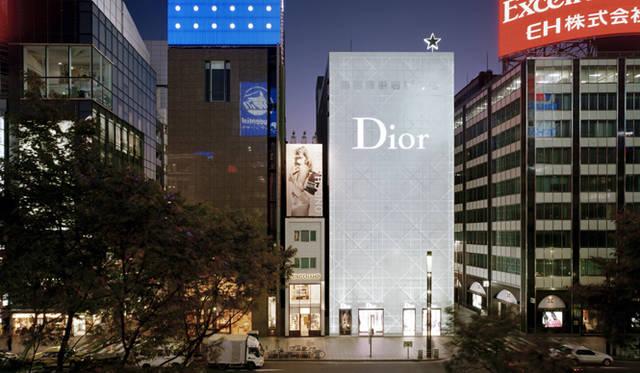 <strong>特集|OPENERS的ニッポンの女性建築家 乾久美子</strong> 『Dior Ginza』 (2004年) 写真=阿野太一