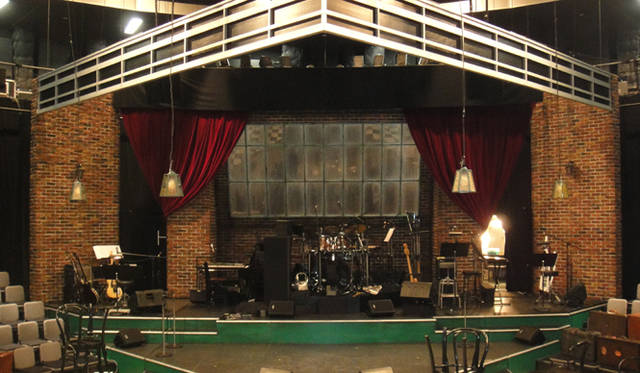 <strong>戸田恵子</strong>|『今の私をカバンにつめて』大阪千秋楽、無事終了! 千秋楽までともに頑張った『今の私をカバンにつめて』舞台セット。